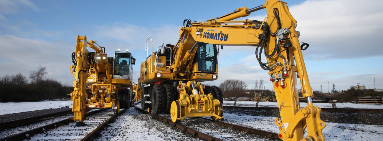 RRV Komatsu road rail cranes and excavators - VolkerRail
